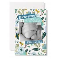 Carte double Naissance : photo de main de bébé tenant un pouce