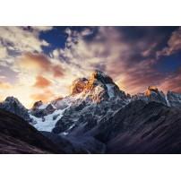 Carte postale - Montagne eneignée au lever du soleil