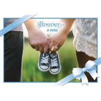 CARNET HE : Mains tennant des chaussures de bébé