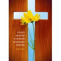 CARTE PENSEE : Croix découpée dans du bois et fleurs jaunes