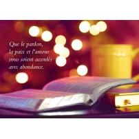 CARTE FA : Bible ouverte sur fond flou