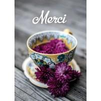 MINI CARTE : Fleurs violettes dans une tasse en porcelaine