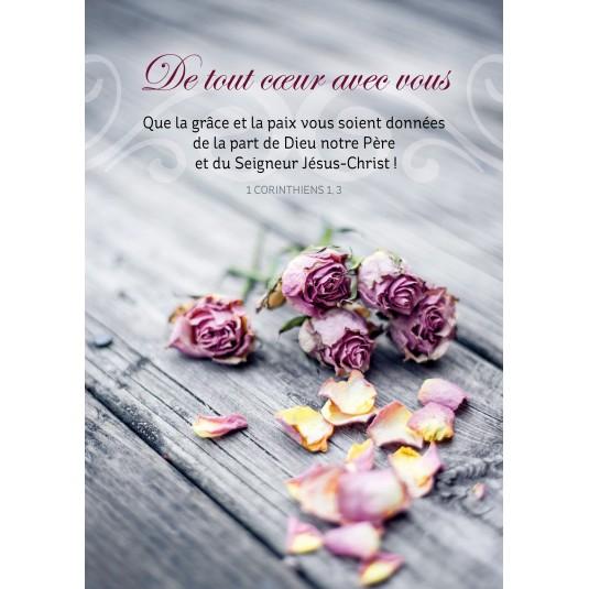 Carte Avec Verset Roses fanées sur une table en bois