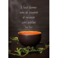 CARTE PENSEE : Tasse de thé fumante et branches d'arbre séchées