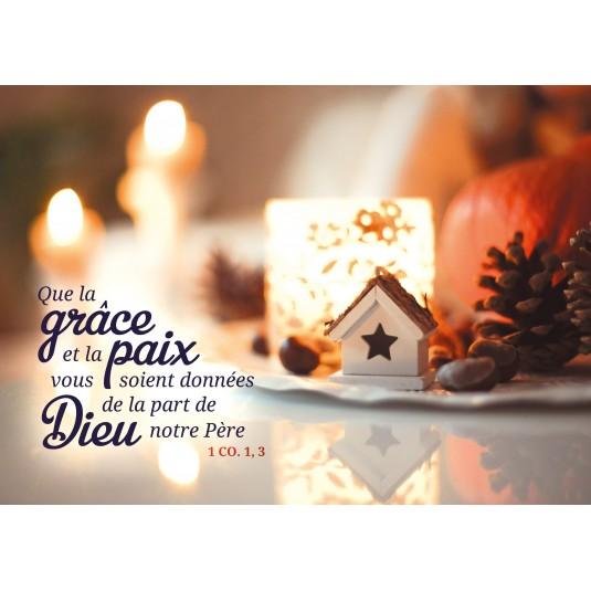Carte Fin D'ann?e Bougies et décorations de Noël sur une table