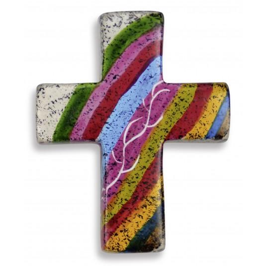 Croix motif arc-en-ciel en stéatite, fait à la main au Kenya
