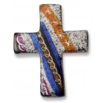Croix motif bleus, orange et blancs en stéatite, fait à la main au Kenya