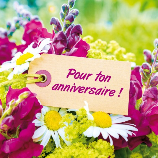 Carte Double Carre Etiquette Sur Un Bouquet De Fleurs