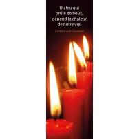 Signet Une rangée de bougies rouges allumées