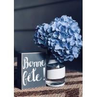 Carte avec un bouquet de fleurs bleues