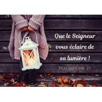 Carte avec une fillette tenant une lanterne