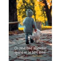 Carte Citation Enfant marchant avec sa peluche