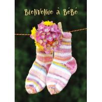 Carte Avec Message Chaussettes de bébé suspendues sur un fil
