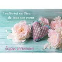 CARTE VB : Cœur en tissu, fleurs blanches sur une table