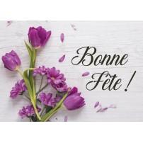 Carte Avec Message Bouquet de tulipes violettes sur une table